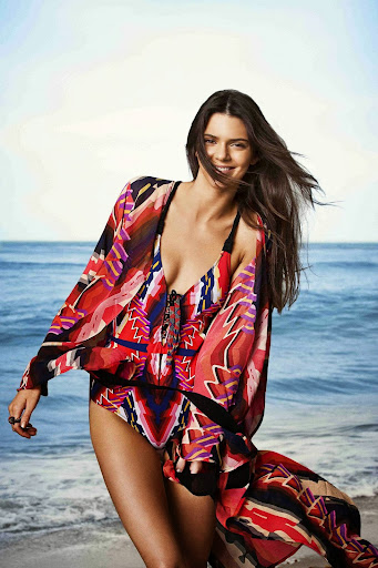 Kendall Jenner looks sexy body for Agua Bendita swimwear