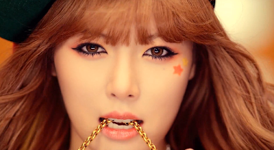 Hyuna Ice Cream gold teeth