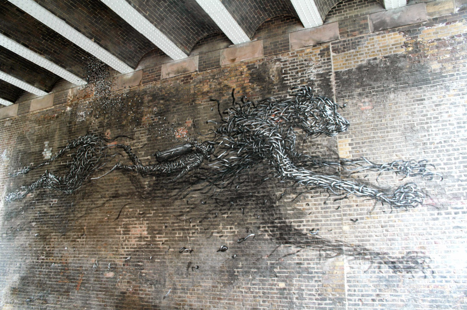 Tucked under an arch in Shoreditch you can find a beautiful mural by Chinese street artist DALeast