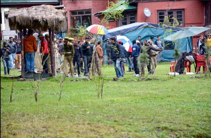 Photo of On The Sets of Salman Khan's Kashmir Shoot For Bajrangi Bhaijaan