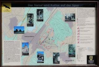 Infotafel zu den Wanderwegen auf und um den Michaelsberg