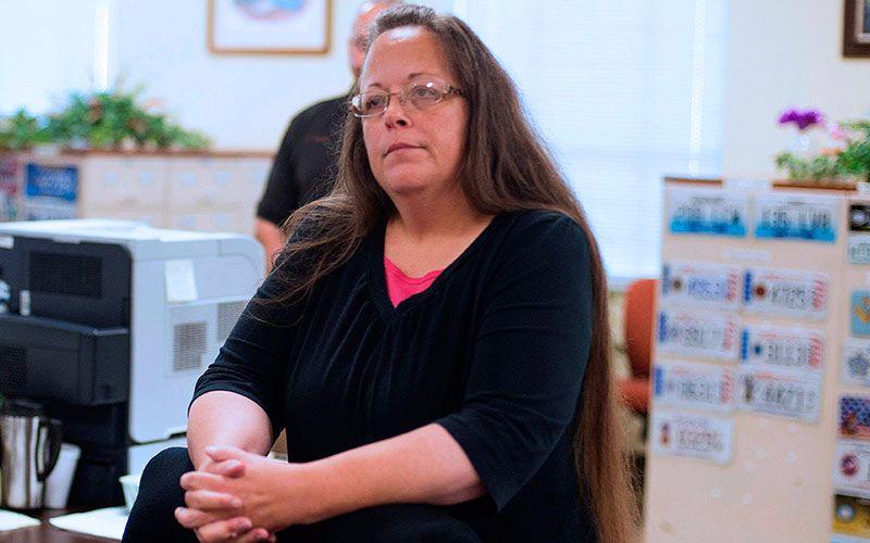 Cristiana Es Encarcelada Por No Emitir Licencias De Matrimonio A Parejas Gay En Kentucky