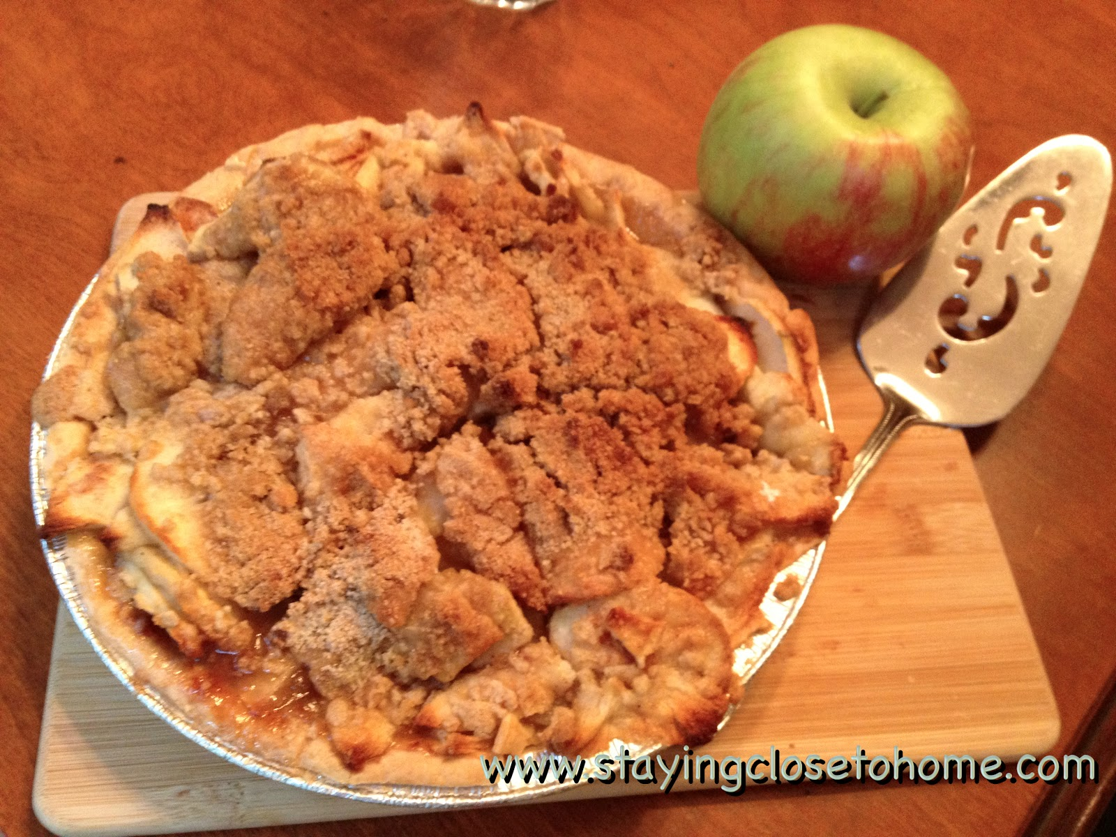 Addicted to recipes apple crumb pie guest post by maria from close to home - Apple pie recipes ...