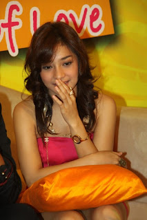 Foto Upskirt Nikita Willy