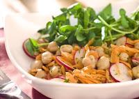 Salada de Grão-de-Bico com Cenoura e Salsinha (vegana)