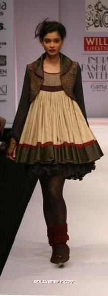 - Diana Penty Hot Pics - Model Ramp Walk Fashion Show