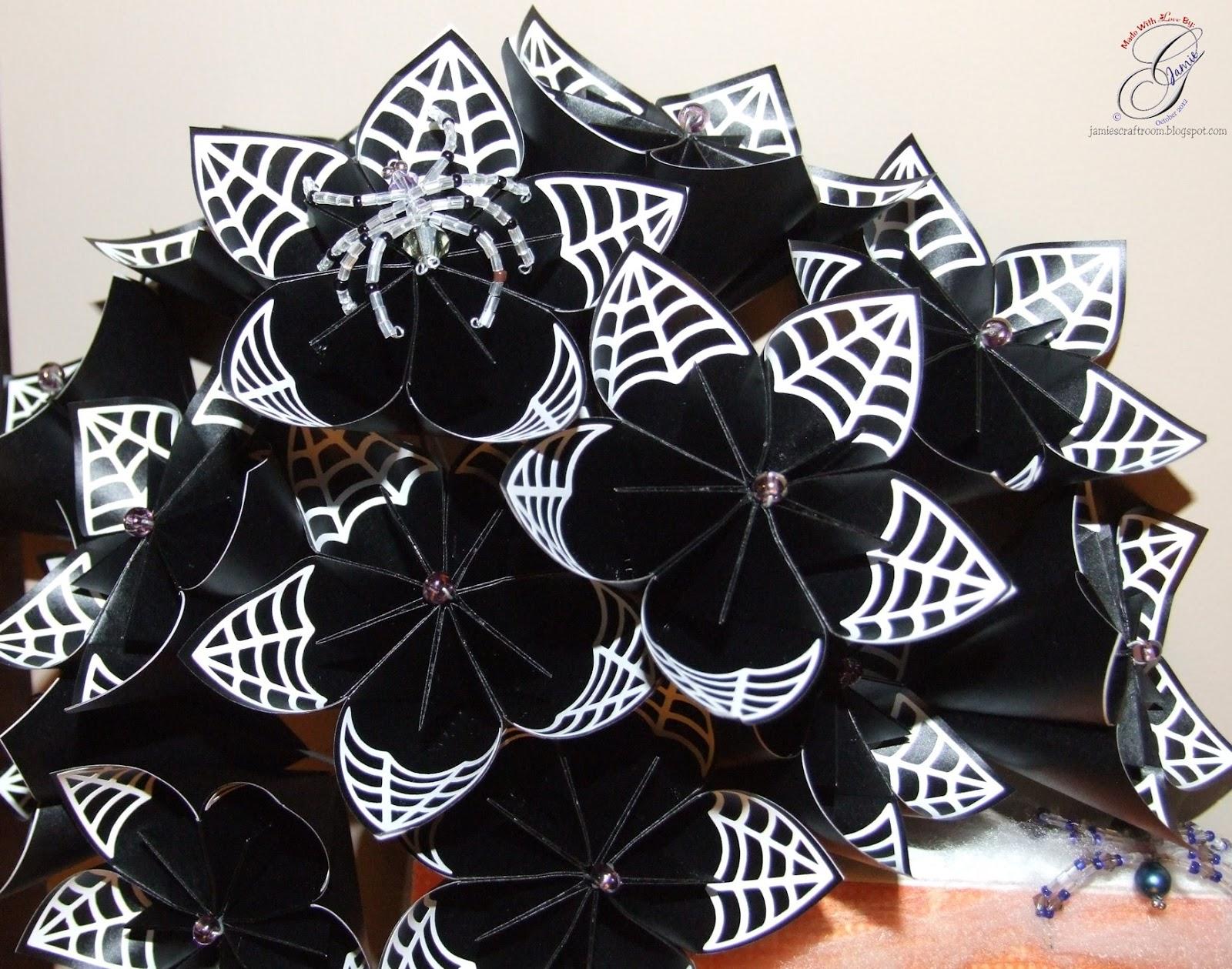 Jamie\'s Craft Room: Halloween Kusudama Flowers