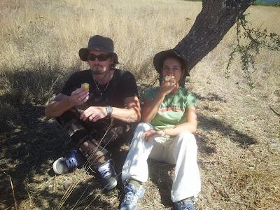 Fanbo e Fre in pausa dal lavoro nella campagna di Monte Pedru, Perfugas, Sassari, Sardegna