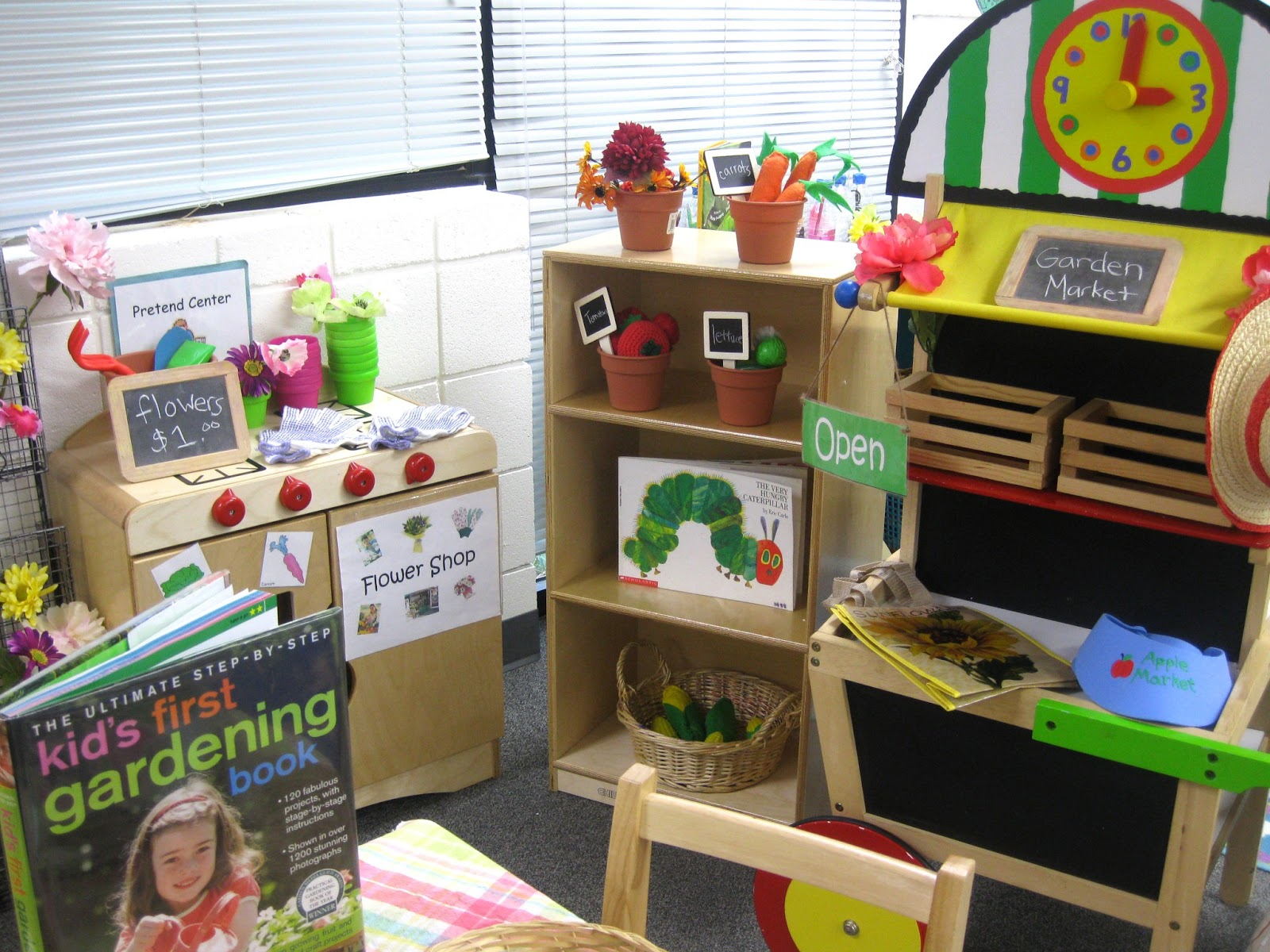 Pre k tweets spring blocks pretend and reading centers for The home ideas centre