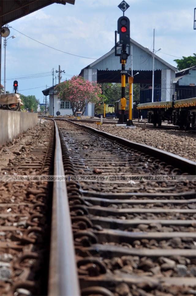Jalan Kereta Api / Railway / Ril Sepur - Foto oleh : KLIKMG.COM Photography - Fotografer Wedding / Fotografer Prewedding