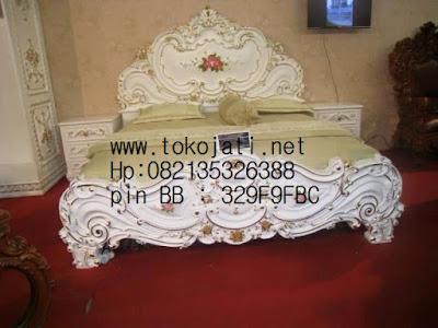 tempat tidur ukiran jati jepara classic antik duco ,furniture mebel jepara,jual mebel jepara,code mebel jepara A114
