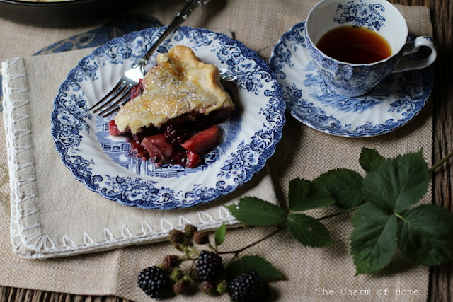 Blackberry Apple Skillet Pie: The Charm of Home
