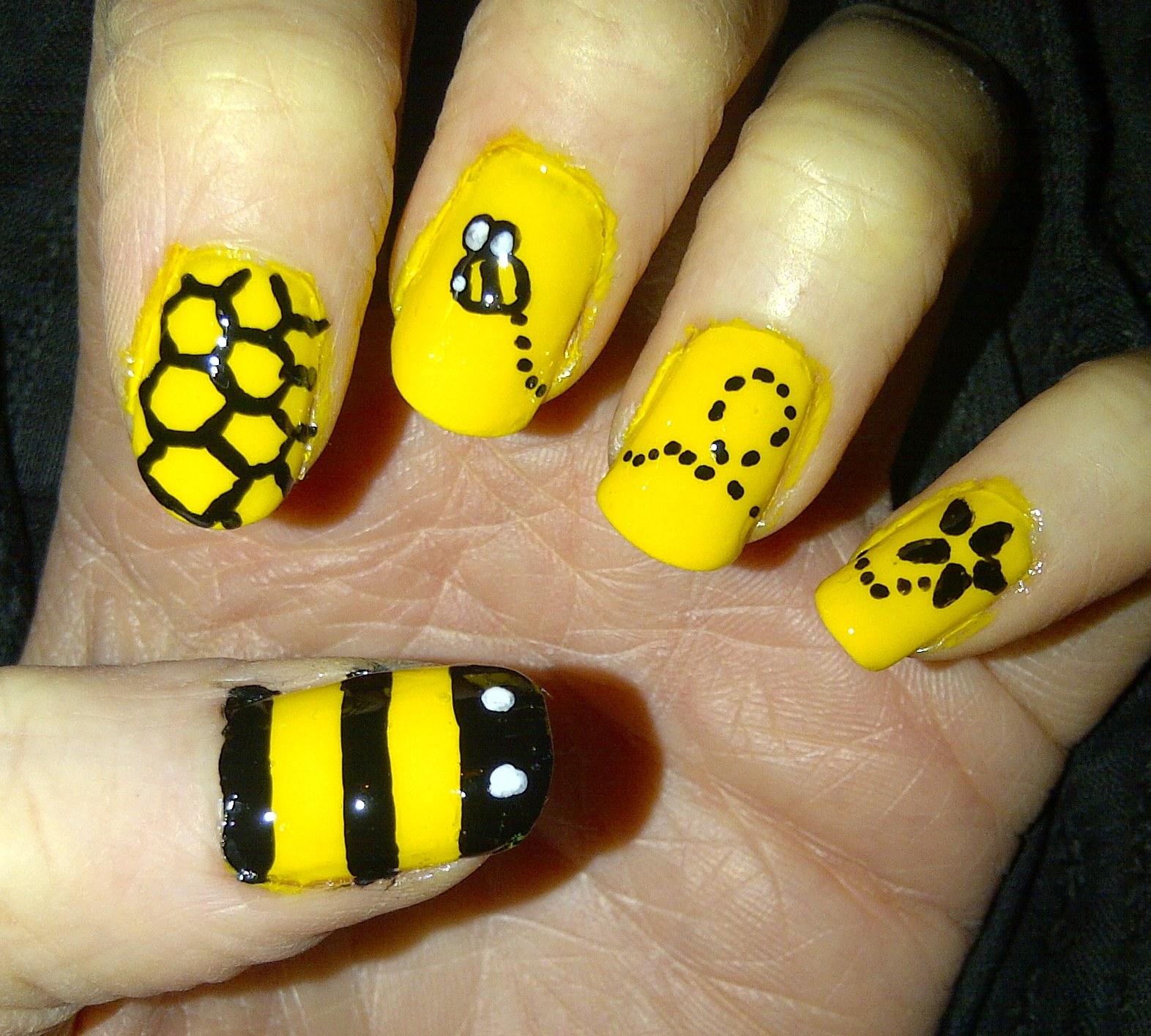 Nail Daze Bumble Bee Nails