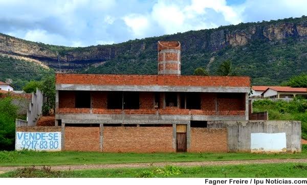 Vende-se uma casa em construção em Ipu