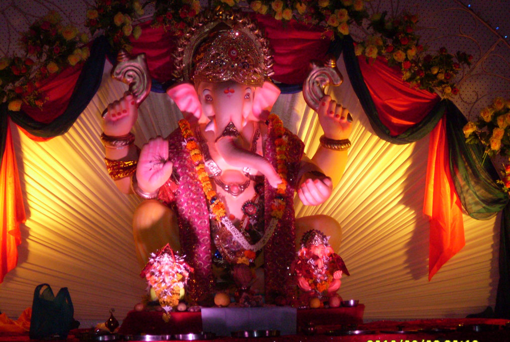 Unique ganpati home decoration ideas eco friendly tips for Background decoration for ganesh festival