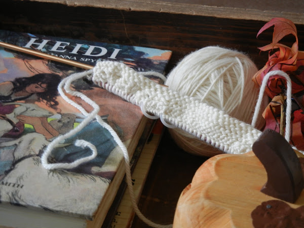 Yarn Along 10/12/11 - Adventures in Cabling