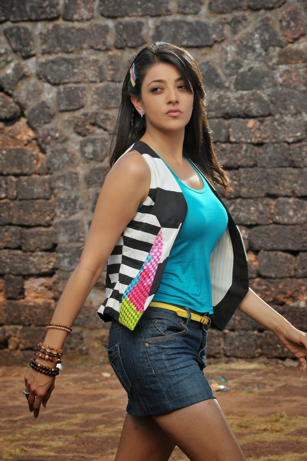 Kajal Agarwal Hot Navel and Sexy Pictures From Business