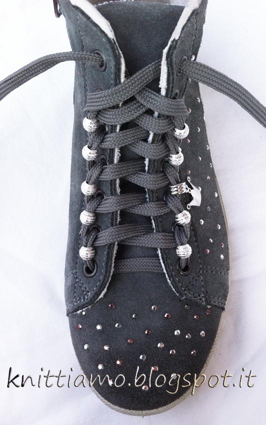 Aggiungere charms alla scarpa