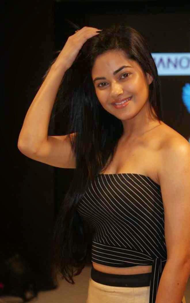 meera chopra latest cleavage pics