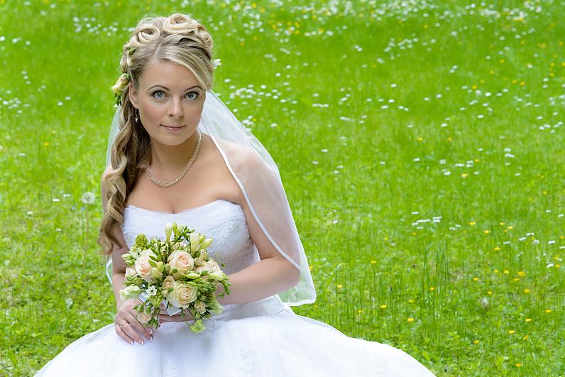 vestuvių fotosesija pavasarį Burbiškėse