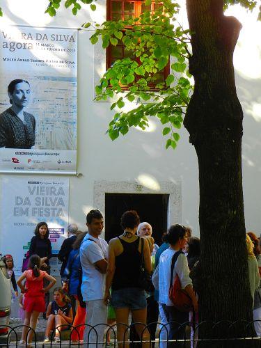 festa em silva jardim:aniversário de Vieira da Silva houve festa na Fundação e no Jardim