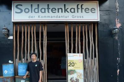 soldaten-kaffee-nazi-cafe-in-bandung