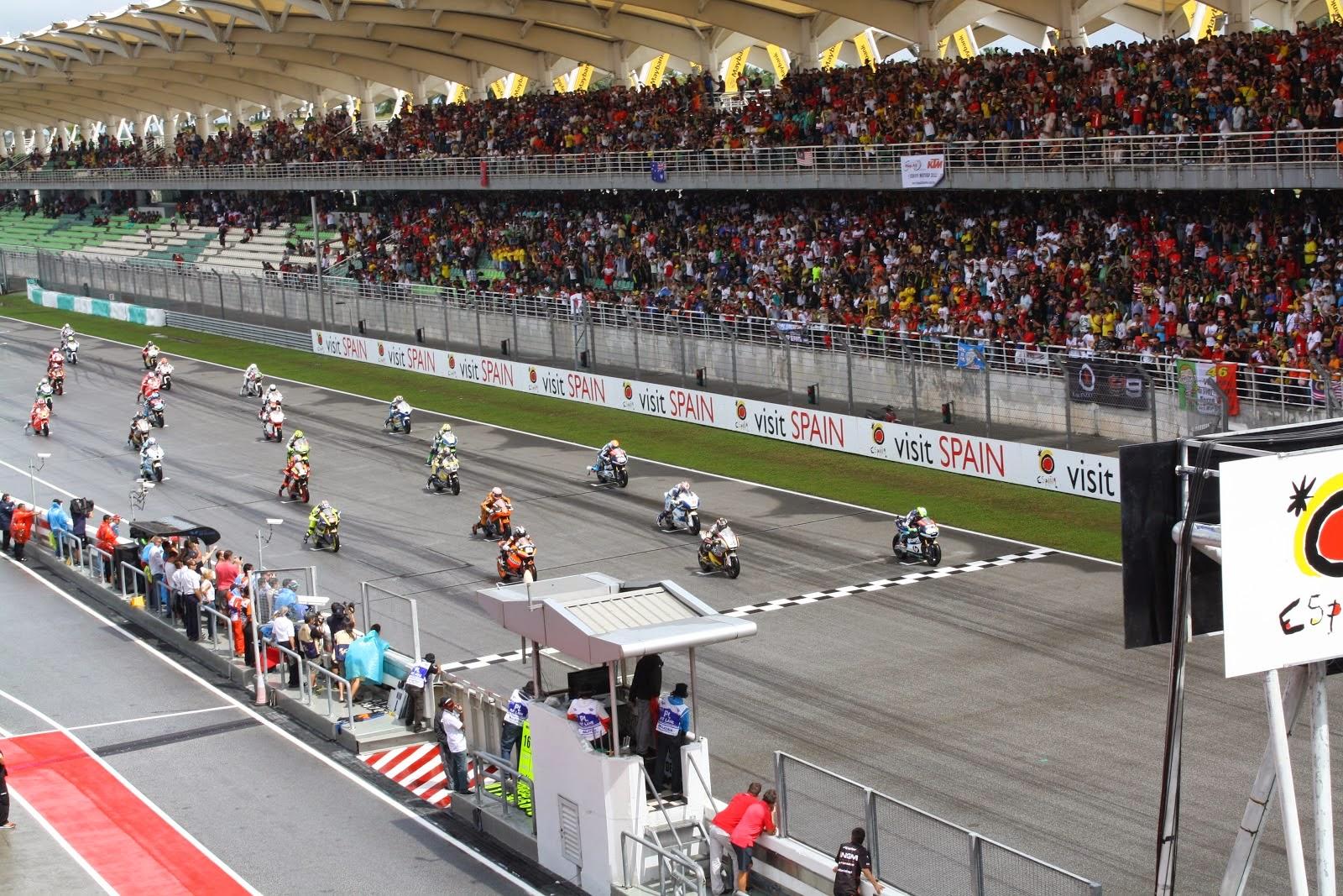 salida de la carrera de Moto2 en sepang 2012
