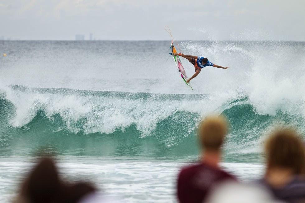 14 Quiksilver Pro Gold Coast 2015 Filipe Toledo Foto WSL Kelly Cestari