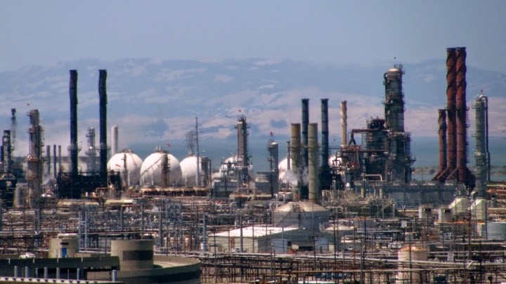 Chevron's oil refinery in Richmond, Calif., can buy its polluation allowances from Quebec. (Credit: Flickred!/Flickr) Click to Enlarge.