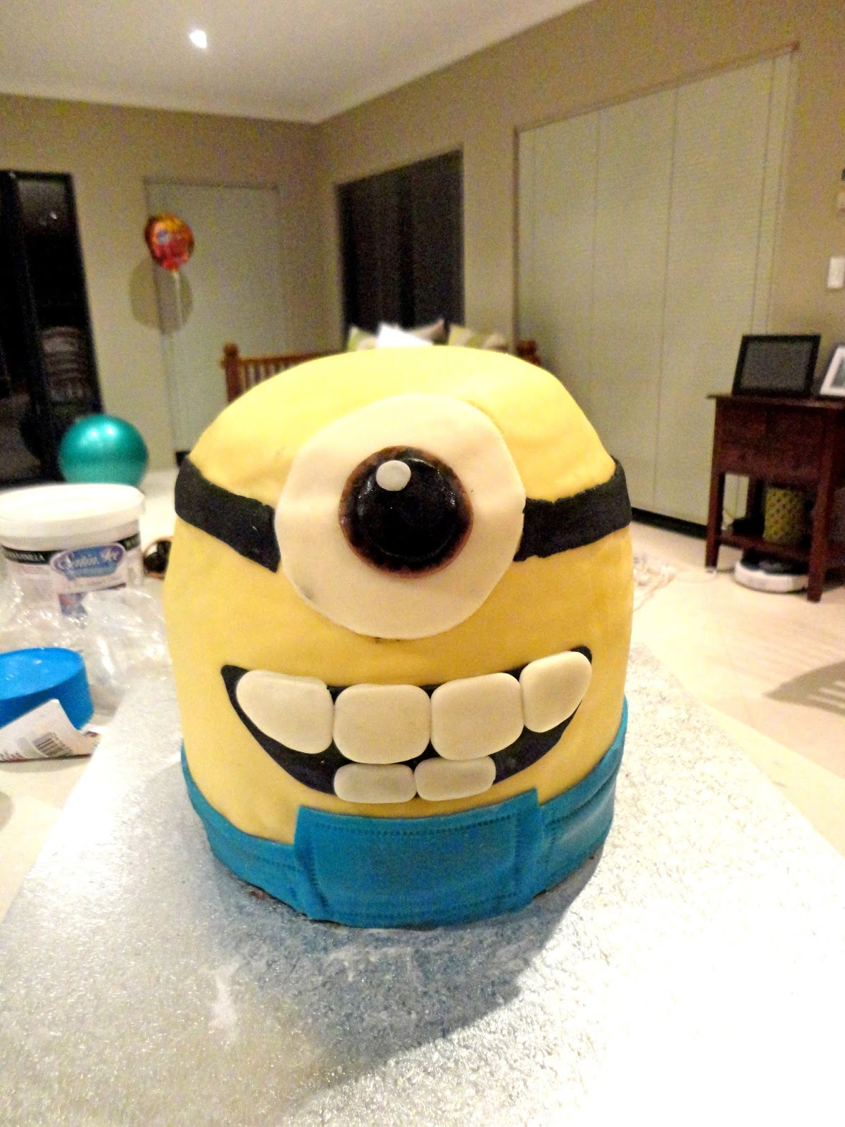 Feathers figs despicable me minions cake biocorpaavc Image collections