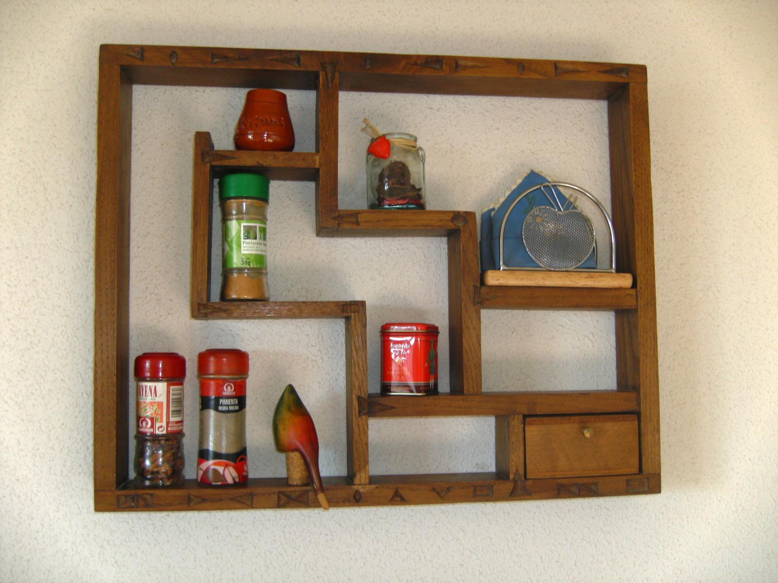 Estanter as especieros y otros utensilios de cocina for Estanterias pared cocina