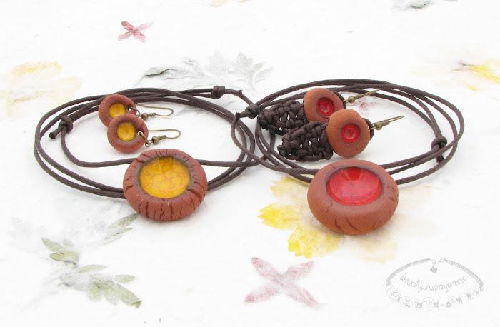 Ceramiczne komplety uformowane z brązowej gliny 1