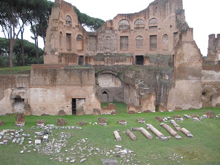 Monte Palatino, en él se encuentran la Casa de Tiberio y el Palacio de Augusto.