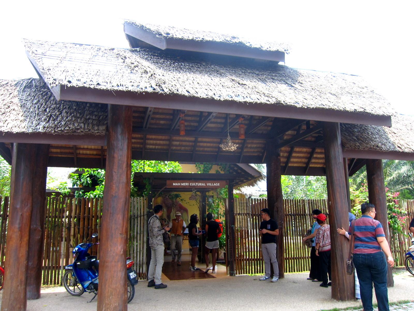Travelholic The Mask Man Of Malaysia Mah Meri Cultural Village