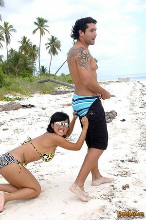 Gambar Percutian Julia Perez dan Kekasihnya. Mengucap Mak Kepochi
