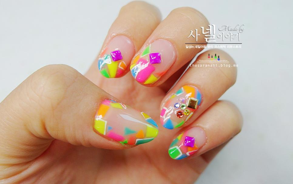 SARA NAIL: Plaid Nail Art, Luminous nail polish!