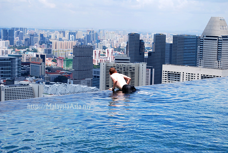 infinity pool singapore dangerous edgeless pool photo of marina bay sands infinity pool skypark singapore in pictures malaysia asia travel blog