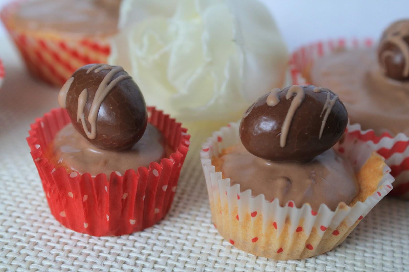 Kinderschokolade Muffins mit Schoko-Bons