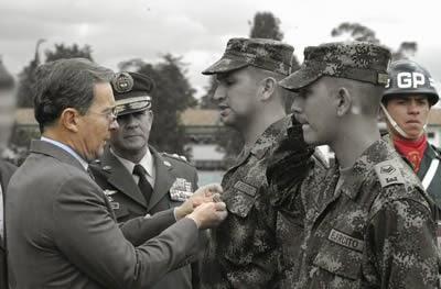 Álvaro Uribe Vélez y las Fuerzas Militares