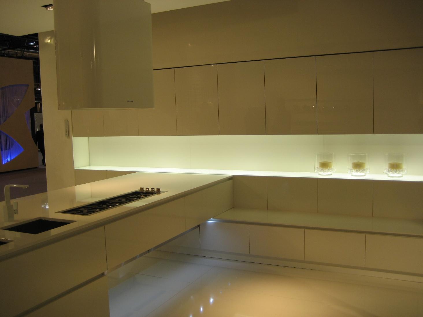 Iluminaci n integrada en la cocina cocinas con estilo - Iluminacion en la cocina ...