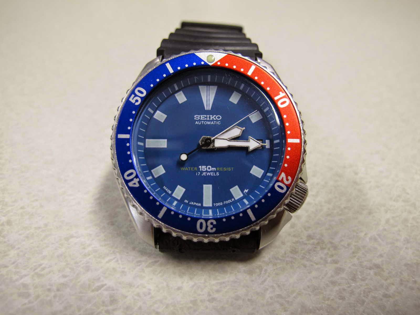 Tebal case 13 mm dan lebar lug 22 mm Kondisi jalan bagus tepat waktu Cocok untuk Anda yang sedang mencari jam tangan Diver simple and masculin