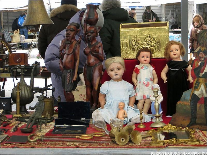 Барахолка в Петербурге на Удельной антикварные куклы фото