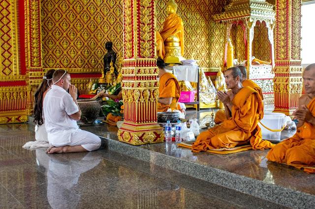 Свадебная церемония в буддистском храме