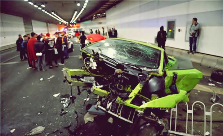 lamborghini hijau hancur setelah kecelakaan