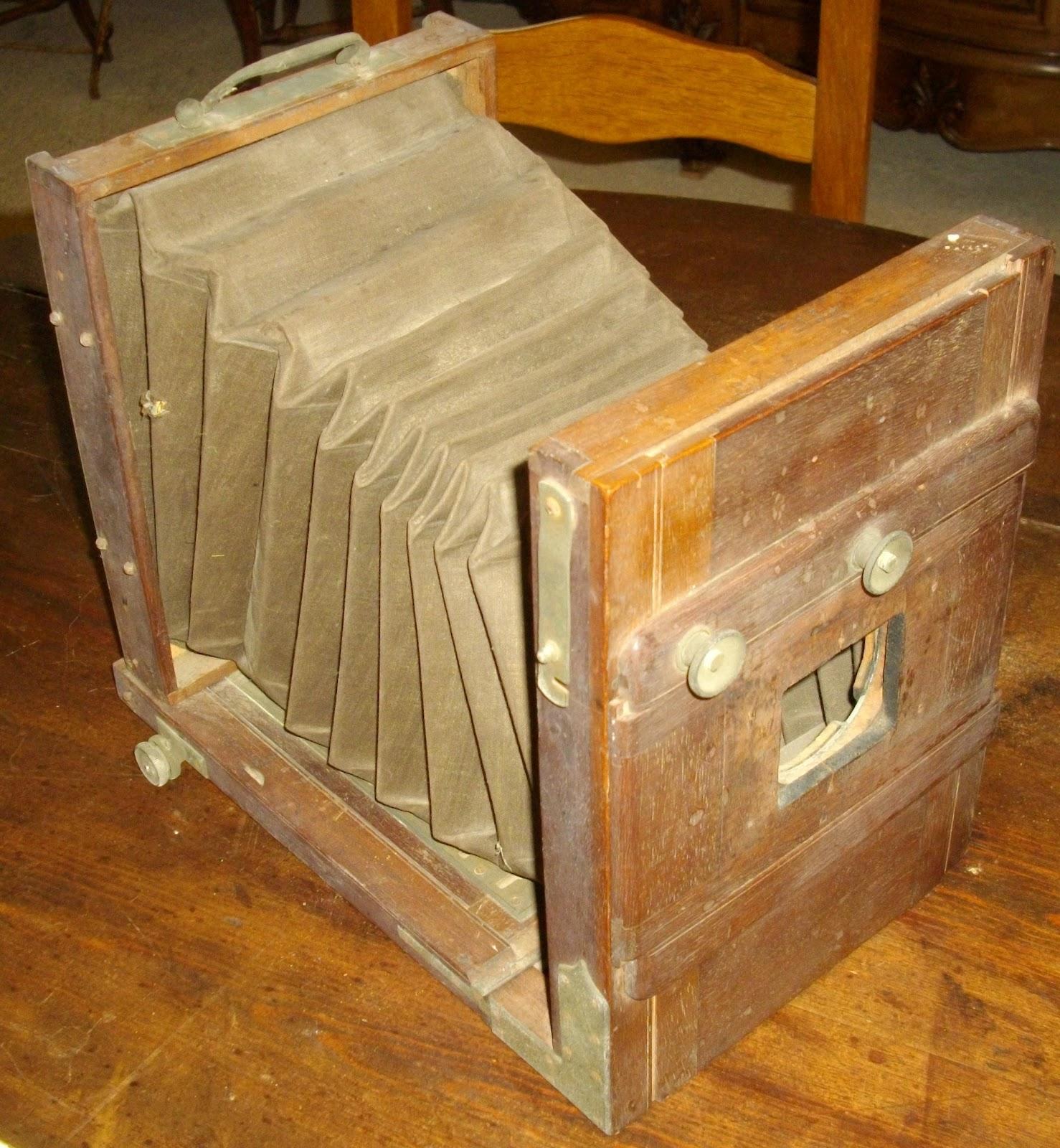 Ancien appareil photo en bois a soufflet petite chambre for Chambre photographique