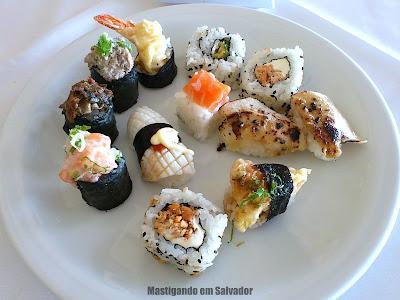 Sukiyaki: Prato com Sushis, Hossomakis e Uramakis do buffet