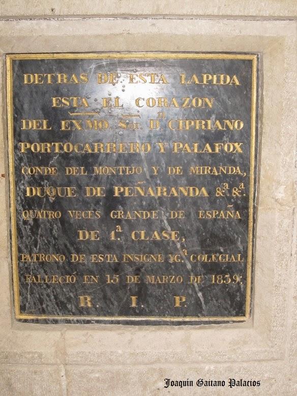 Lápida en la Colegiata de Peñaranda.