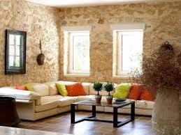Desain Ruang Tamu Natural Dengan Dinding Batu Alam