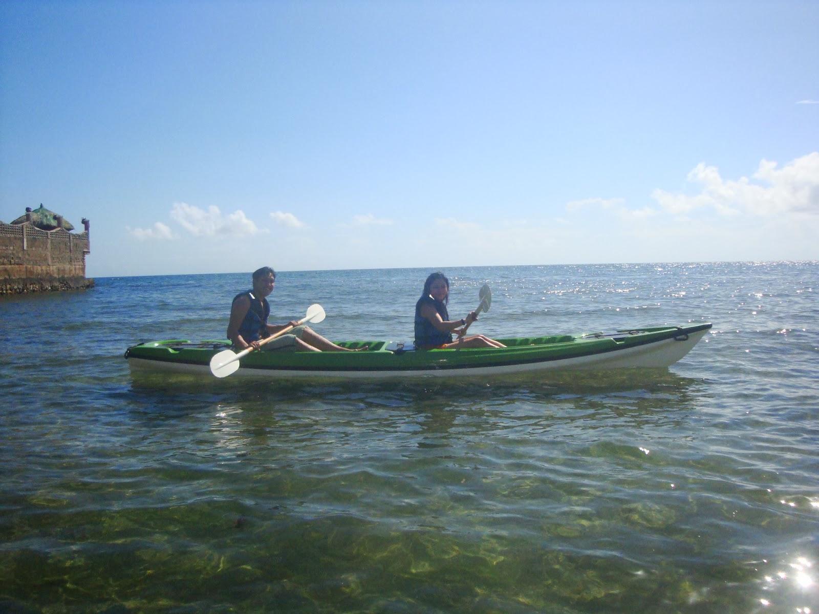 El Salvador Beach Resort kayak