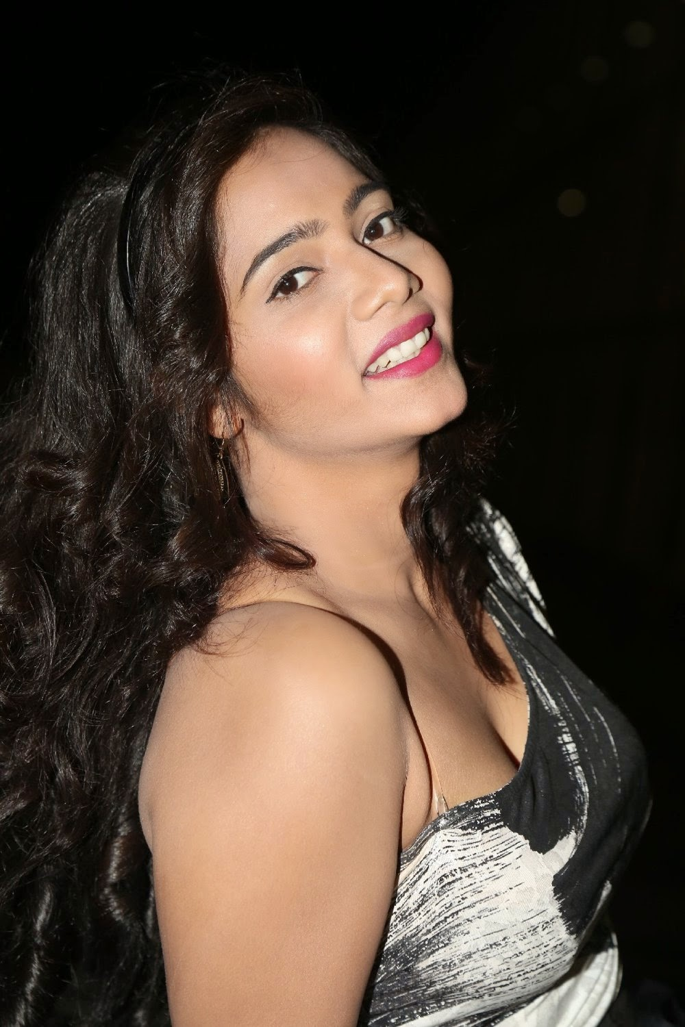 Mithra latest glamorous photos-HQ-Photo-3